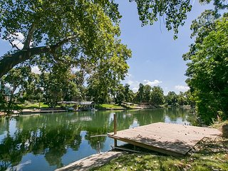 Riverfront 4 bedroom home! Sleeps 14 with lots of outdoor living space! - New Braunfels vacation rentals