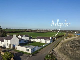 Gorgeous 2 bedroom House in Brynsiencyn with Washing Machine - Brynsiencyn vacation rentals