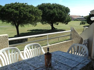 Lovely 2 Bed Apartment Overlooking Golf Course - Cap-d'Agde vacation rentals