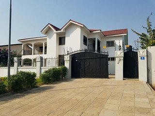 Bright 5 bedroom House in Tema - Tema vacation rentals