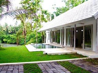 Taman Sari Residence with River View - Pekutatan vacation rentals