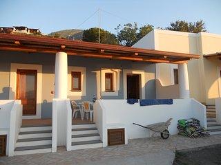 Graziosa casetta con terrazza stile eoliano - Lingua vacation rentals