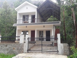 Beautiful Villa with Parking and Parking Space - Kanthalloor vacation rentals