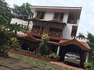 Villa Serena- A  retreat amidst 1 acre  lawn , garden trees in the city - Mahadevapura vacation rentals