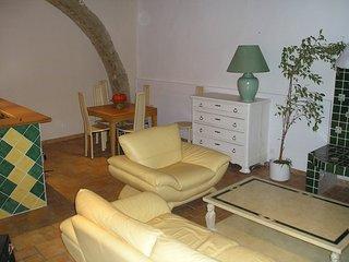 Gemütliches Dorfhaus mit Dachterrasse nicht weit vom Mittelmeer u. Etang de Thau - Pomerols vacation rentals