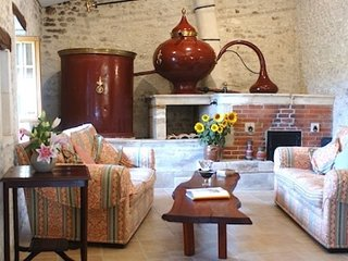 Charming House with Deck and Internet Access - Echebrune vacation rentals