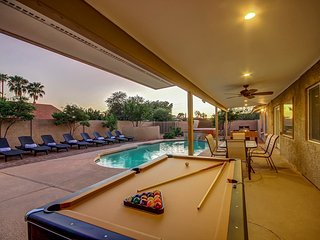 Paradise Estate- 9 Beds/Sleeps 16- Large Heated Pool/Hot Tub/Putting/Bocci/Fire - Scottsdale vacation rentals