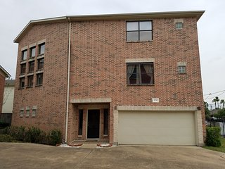 Super Bowl -3 Bedroom Home 4 mins from NRG Stadium - Southside Place vacation rentals