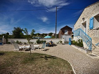 Lovely 2 bedroom Cottage in Mortagne-sur-Gironde with Internet Access - Mortagne-sur-Gironde vacation rentals