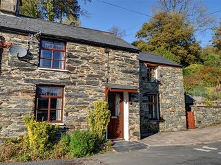 Charming Cottage with Washing Machine and Television - Penrhyn Deudraeth vacation rentals