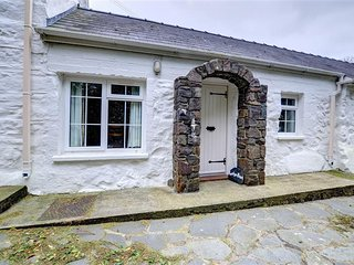 1 bedroom Cottage with Washing Machine in Croesgoch - Croesgoch vacation rentals
