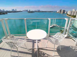 1100 West 26L16 Bay View Balcony Penthouse 26L16 - Miami Beach vacation rentals