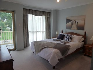 Nice 2 bedroom Townhouse in Adelaide with A/C - Adelaide vacation rentals