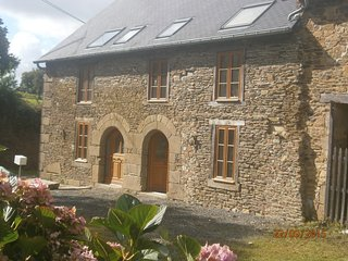 Beautiful renovated stone cottage, close to Brittany's major attractions - Bazouges-La-Perouse vacation rentals