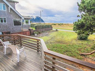 Recently remodeled oceanfront home on the Prom in Seaside, OR - Seaside vacation rentals