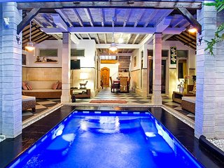 Spacious Villa Firdaus 100 X in Seminyak close to beach, resturants, and shops - Seminyak vacation rentals