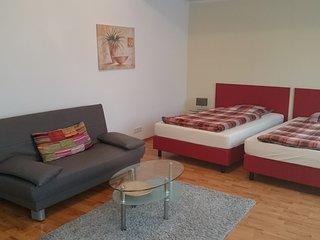 Gästehaus Conny, Heidelberger Ferienwohnung, 2 Zimmer Apartment, EG - Heidelberg vacation rentals