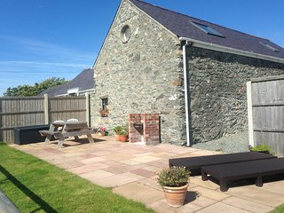 Ysgubor Hen a granary conversion by Sandy beach - Llanfaethlu vacation rentals