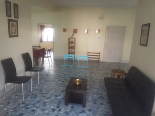 Spacious, Fully Furnished 2BHK in Posh Locality - Kolkata (Calcutta) vacation rentals