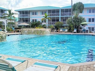 Seven Mile Beach Resort & Club - Steps to the beach - George Town vacation rentals