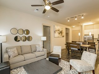 Modern Luxury at Uptown! Large 2/2 w/ Full Amenities! Walk Everywhere! 3UP2CEZ - Austin vacation rentals