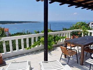 Convenient 2 bedroom Supetarska Draga Apartment with A/C - Supetarska Draga vacation rentals