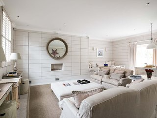3-bed Mews with parking & garden - London vacation rentals