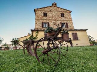 b&b le rose, un accogliente casolare fra le colline marchigiane - Montefanovecchio vacation rentals