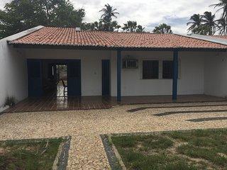 Aluga-se Casa no Centro de Luis Correia, 3 quartos, ar condicionado. - Luis Correia vacation rentals