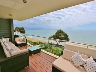 Gorgeous Condo with Deck and A/C - Bargara vacation rentals