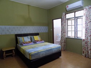 3 bedroom House with Internet Access in Miri - Miri vacation rentals