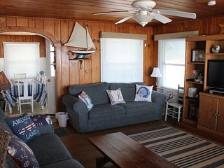 Cozy House with Deck and Microwave - Topsail Beach vacation rentals