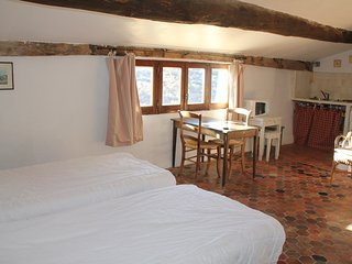 Grand Studio dans Les Remparts - Simiane-la-Rotonde vacation rentals