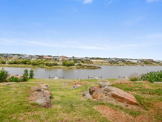 40 Britannia Parade - Gorgeous River Views - Moor Your Boat Right Out the Front! - Hindmarsh Island vacation rentals