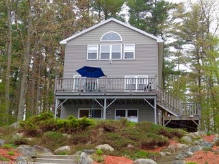 Gorgeous Lakefront Cottage on Cobbessee Lake near Lighthouse - East Winthrop vacation rentals