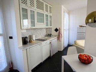 Panoramico, centrale ed esclusivo bilocale Mid Mod - Cantù vacation rentals