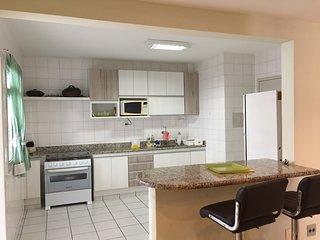 Bright 3 bedroom Apartment in Guarapari with A/C - Guarapari vacation rentals