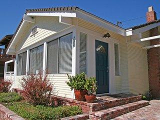 Comfortable 3 bedroom Catalina Island House with Television - Catalina Island vacation rentals