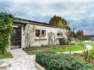 Les Hauts de Paris - Maison Le Cottage - 2 à 4 personnes - Suresnes vacation rentals