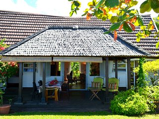 Maison Te Vini - bord de plage de sable blanc, jardin - 3 ch - 7 pers - Tahiti - Punaauia vacation rentals