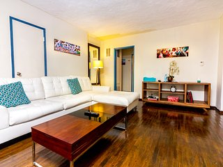 #14 Sunny 2BR Hollywood w/Parking - West Hollywood vacation rentals