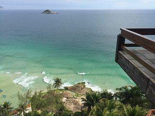MANSION WITH PRIVATE ACCESS TO JOATINGA BEACH - Rio de Janeiro vacation rentals