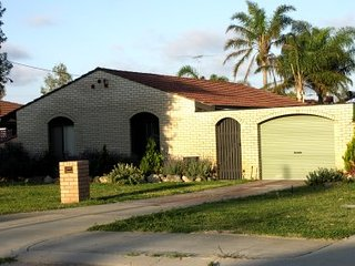 Bright 3 bedroom House in Safety Bay - Safety Bay vacation rentals