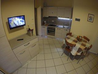 Easy Apartemnts Peschiera - T5B2 - Peschiera del Garda vacation rentals