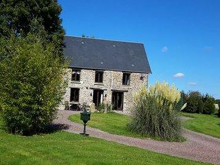 1800s Tastefully renovated Farmhouse. Spa bath,surrounded by Gardens.Village 5k. - Vassy vacation rentals