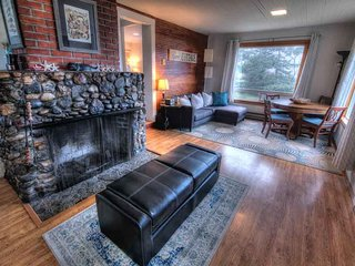 Quaint Cottage with Ocean View in Waldport! FREE NIGHT! - Waldport vacation rentals