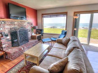 Oceanfront with Hot Tub at Beyond the Sea! FREE NIGHT! - Yachats vacation rentals