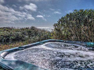 Ocean Front Home With Hot Tub On Miles Of Sandy Beach! FREE NIGHT! - Yachats vacation rentals