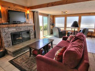 Oceanfront home with hot tub on miles of sandy beach! FREE NIGHT! - Yachats vacation rentals