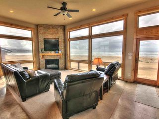 Luxurious Home Sits Right on the Beach! Game Room, Pet Friendly! FREE NIGHT - Waldport vacation rentals